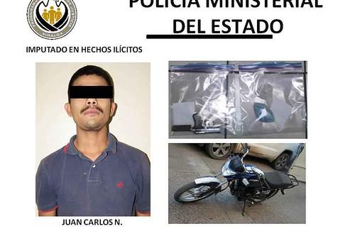 Capturan a navolatense con pistola, droga y moto robada