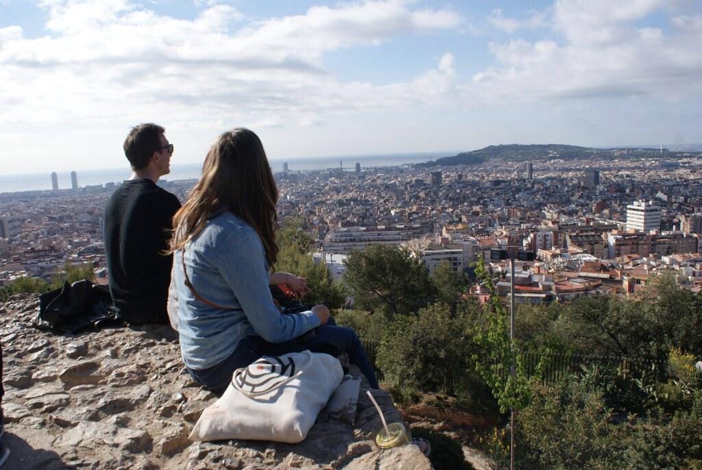 Vue du parc Guell à Barcelone depuis la partie accessible gratuitement, ici au petit matin.