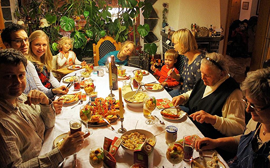 gemeinsames essen am heiligen abend traditionell gibt es z flickr. Black Bedroom Furniture Sets. Home Design Ideas