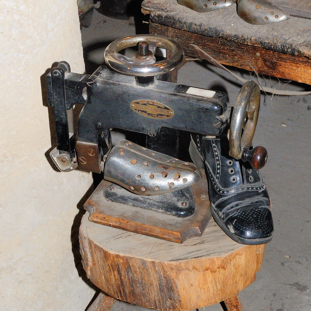 Cordonnerie machine coudre mercier b duban on pour for Machine a coudre 3d
