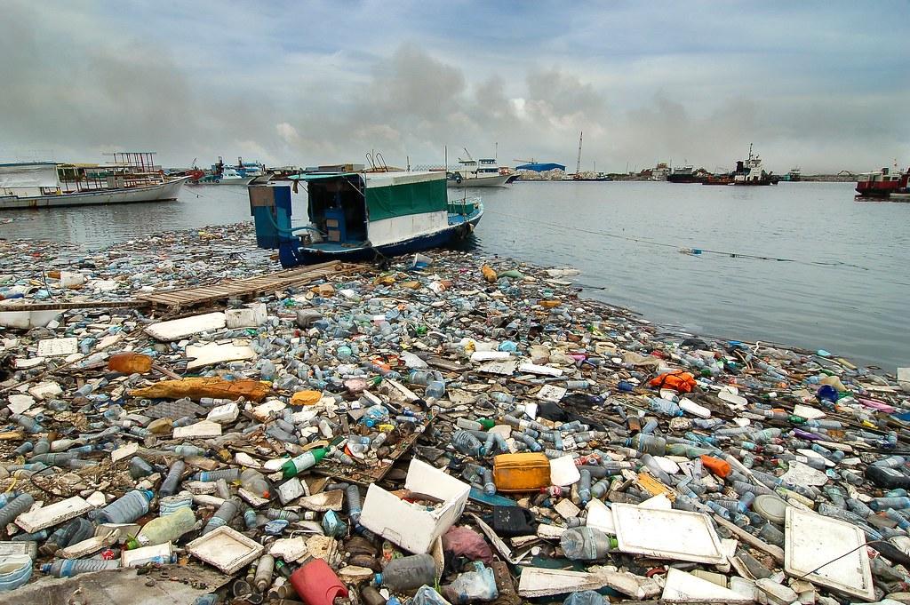 Thilafushi - Maldives | Burning garbage island in Maldives, | Flickr Fergie