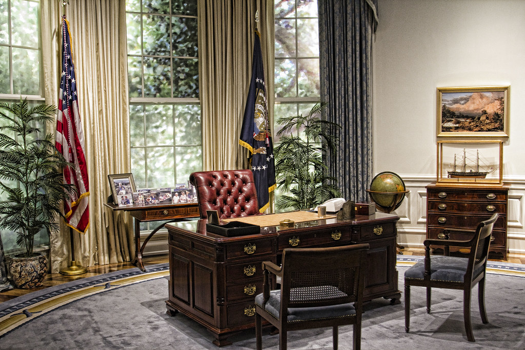 George Bush Oval Office Replica The Furnishings And