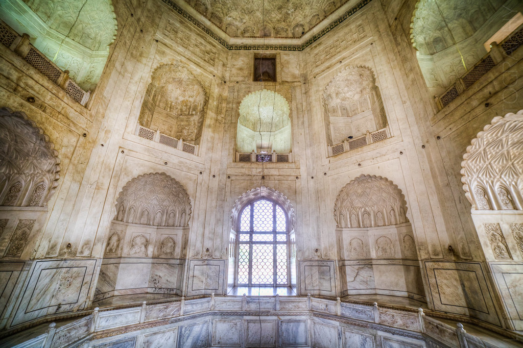 Bibi Ka Maqbara - Inside the Tomb | The octagonal tomb is ...