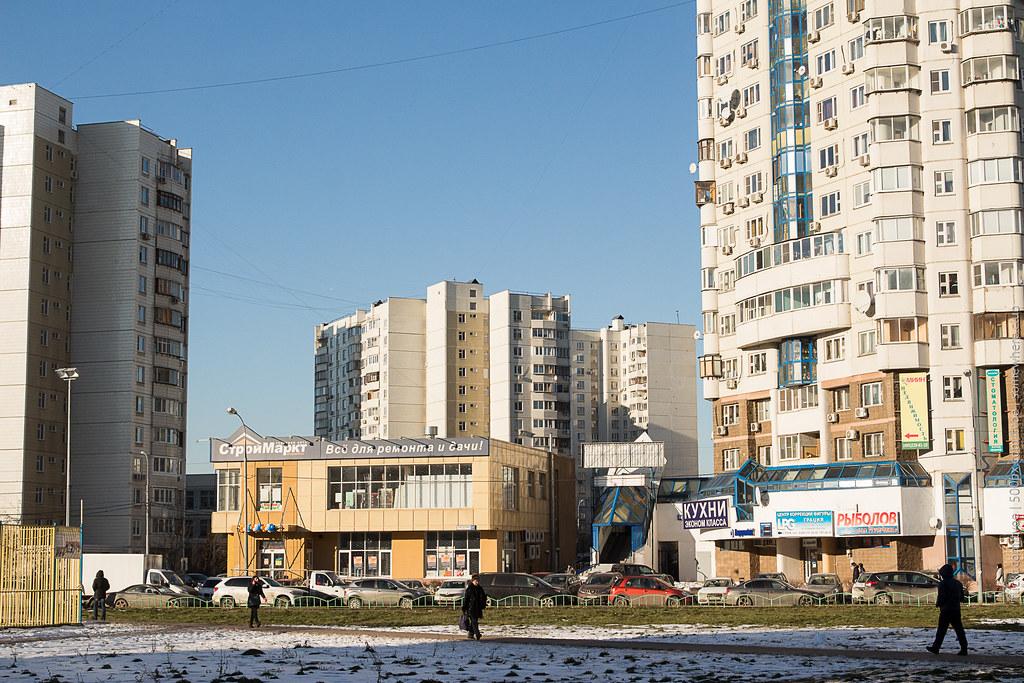 У метро Братиславская