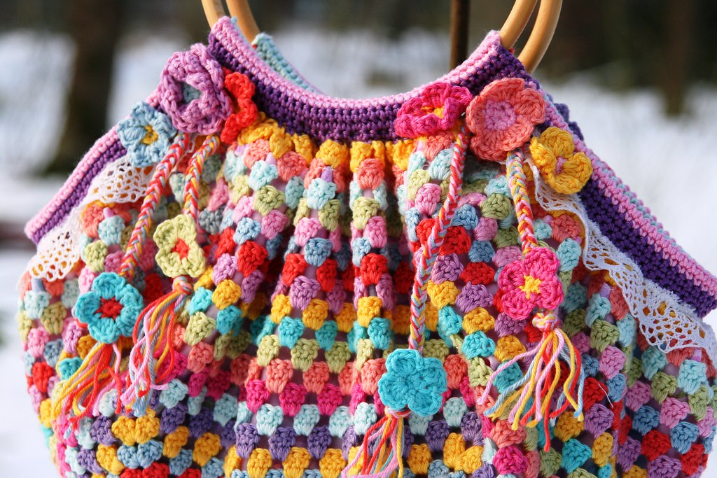 a crochet granny bag | None of this bag is my own idea! It