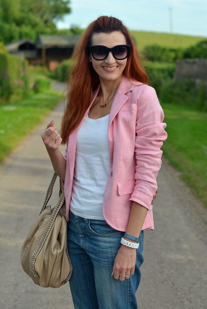 Summer style | Pink blazer, white tank, boyfriend jeans