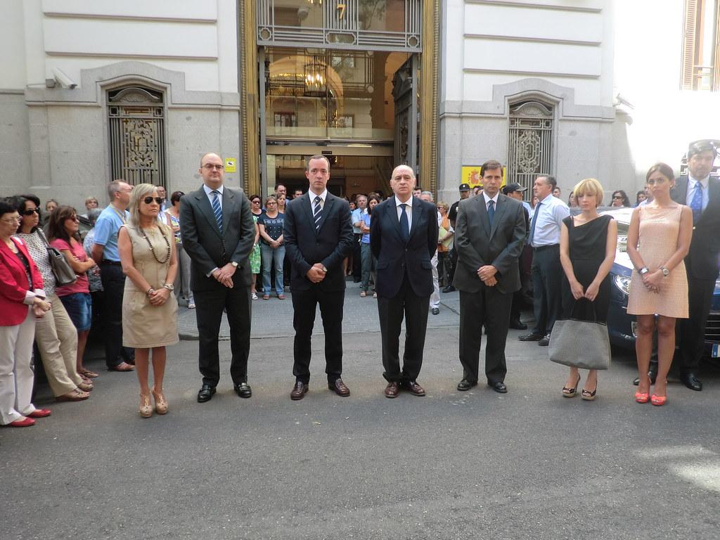 El ministerio del interior guarda un minuto de silencio po for Mail ministerio del interior