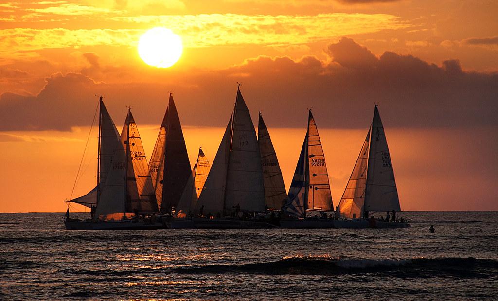 Sailing into the Sunset.Waikiki. | Waikiki Beach: The Duke ...