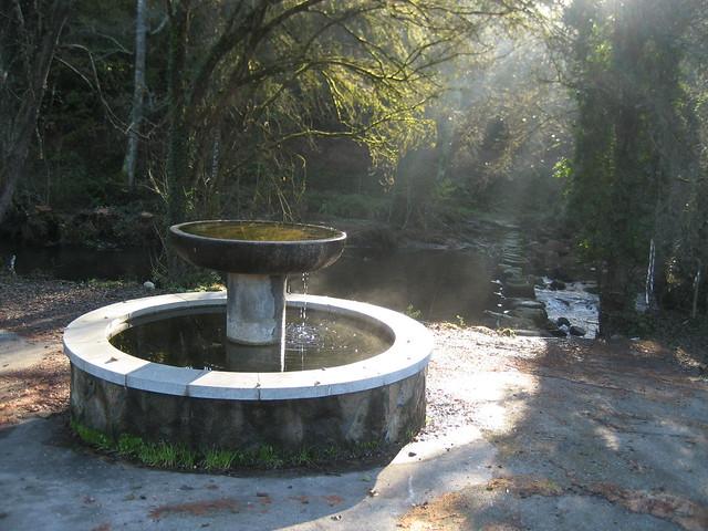 Fuente en el Camiño Natural do Río Barbantiño