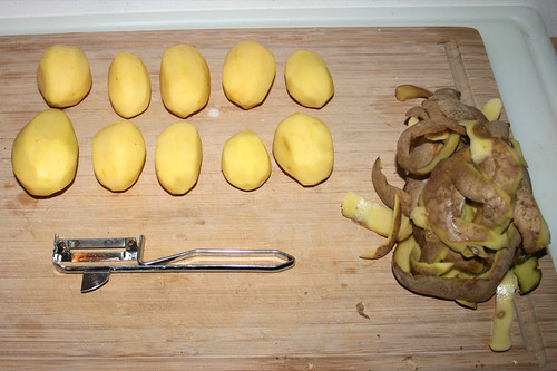 60 - Kartoffeln schälen / Peel potatoes