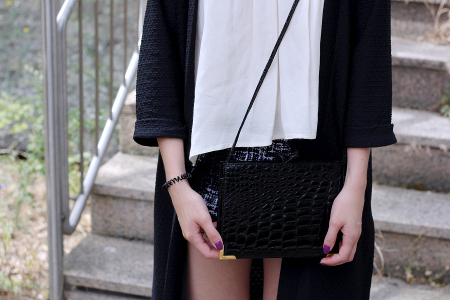 outfit-detail-bag-krokodile-leather-blogger-black-blouse-nails