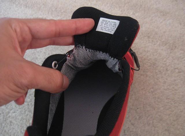 H παχιά γλώσσα δένει σαν γάντι στο πόδι και μαζί με το σύστημα Sensifit και το Quicklace κάνουν το παπούτσι να εφαρμόζει εξαιρετικά!!