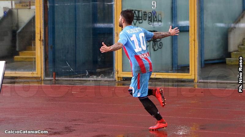 Russotto festeggia il momentaneo 1-0.