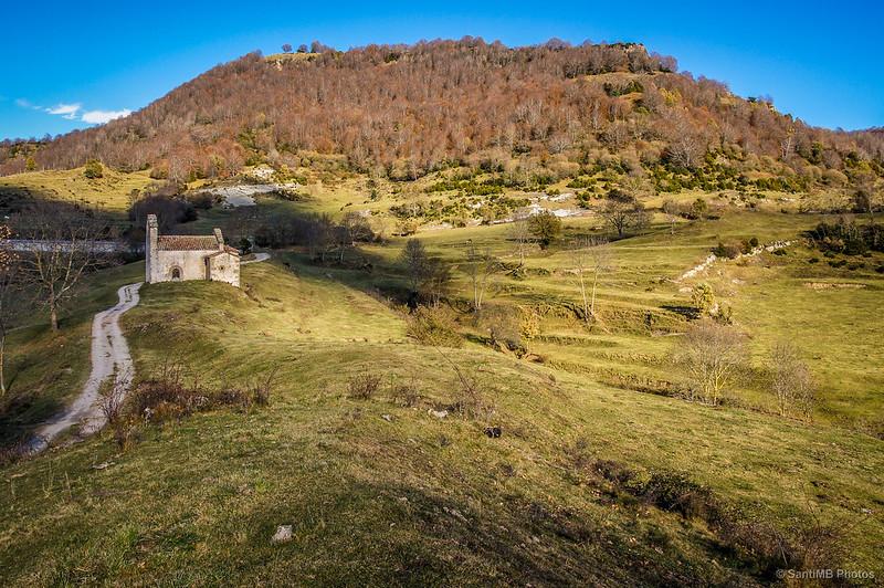 Sant Bartomeu de Covildases y el Puig de Miralles