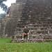 Caesar, guiden vår, på trappen til et av Mayatemplene