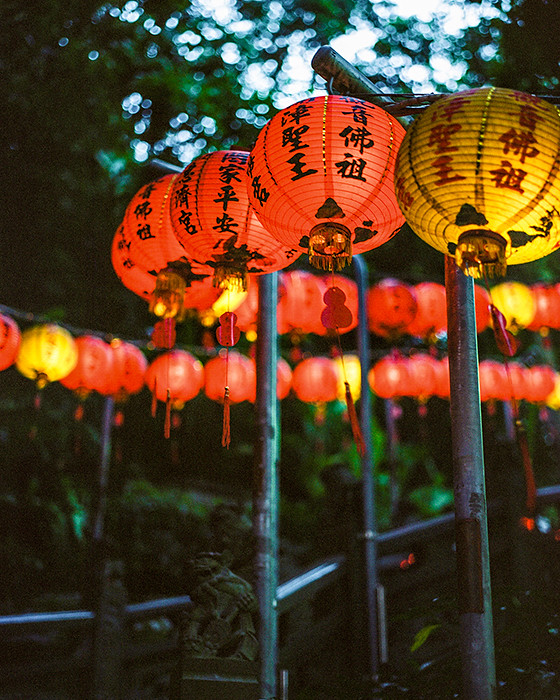 © 2016. Huiji Temple on Zhishan in Shilin District. Sunday, Sept. 4, 2016. Portra 400+3, Pentax 6x7.