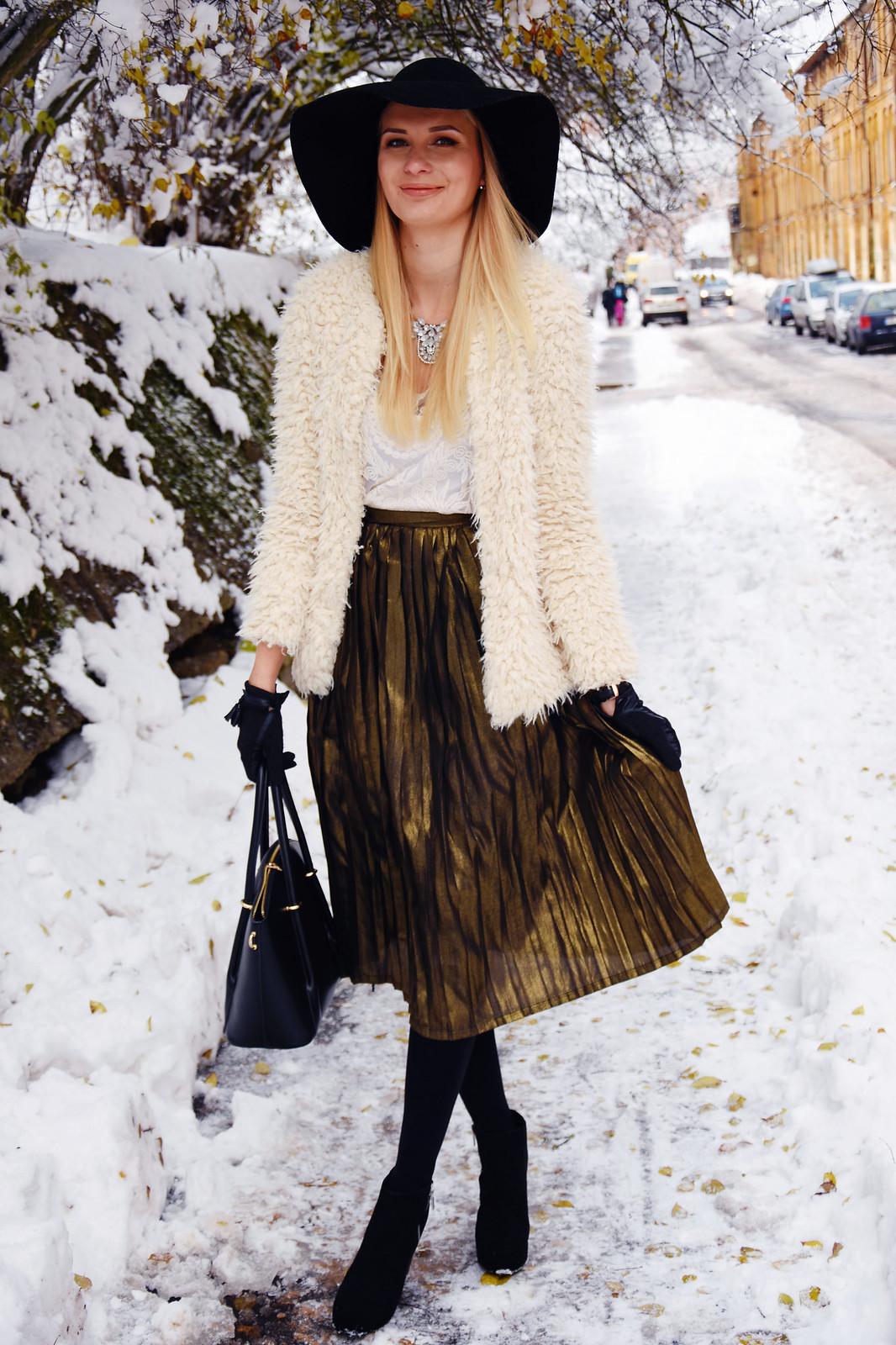 Fancy metallic skirt outfit ideas