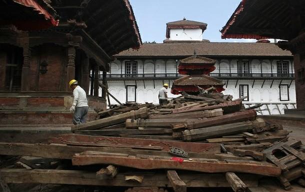 Nepal reabre monumentos históricos entre escombros