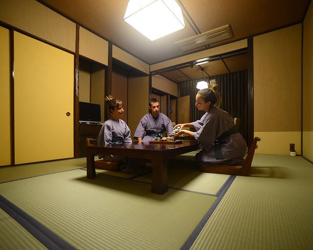 Haciendo el ritual del té en Japón