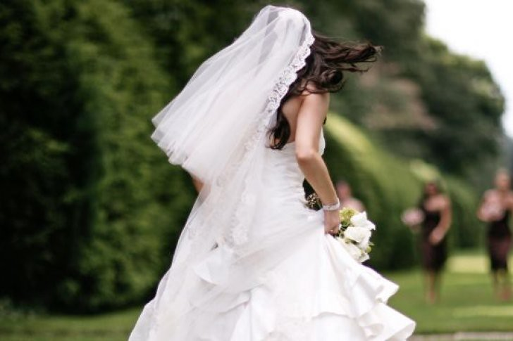 Quedó parapléjica durante su boda tras ser alzada por los invitados