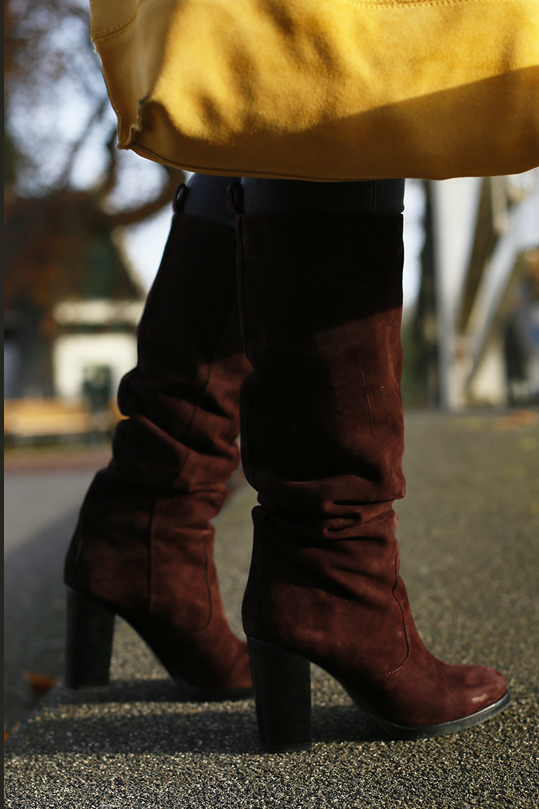 Suede knee boots, & other stories, suede tas, knielaarzen, burgundy laarzen, breukelen, fashion blogger, fashion is a party, handtas bamboe, geruite blazer, cyber monday, black friday, overknee boots, suede laarzen, vintage blazer