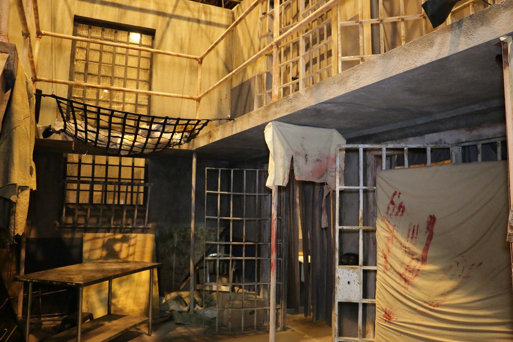 The Walking Dead haunted house at Halloween Horror Nights ...