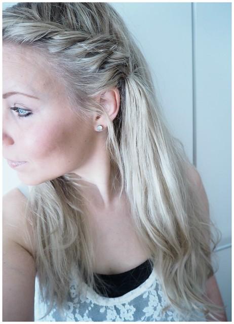 sivulettipic6, kampaus, hiukset, hair, sivulettikampaus, combing, hairdo, hair styling, styling, lettikampaus, plait hairstyle, plait, braid, vaaleat hiukset, pitkät hiukset, kampaus, kampaukset, ideat, kampausideat, blond hair, long hair, hairdo ideas, sivuletti kampaus, sivuletti, hiukset auki, open hair, beauty, kauneus, kauneusblogi,