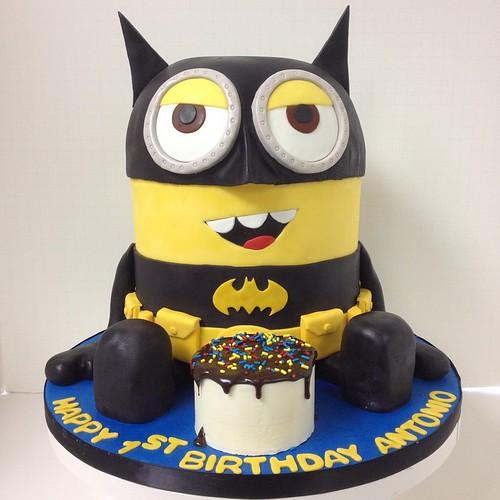What's better than a #Batman #birthdaycake?! ... a Batman ...