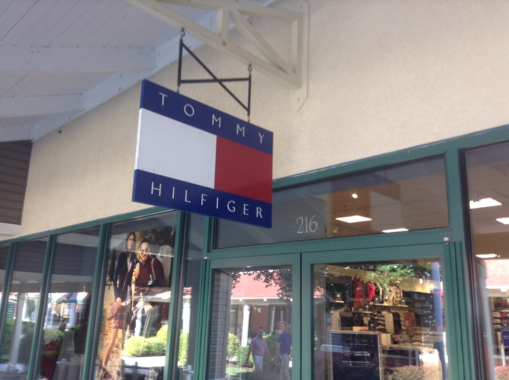 Nov 23,  · Tommy Hilfiger has some great clothes and if this is one of your favorites, this store will not disappoint! The Store: This store has a good variety for both men and women. I loved all the button down shirt styles to choose from/5(29).
