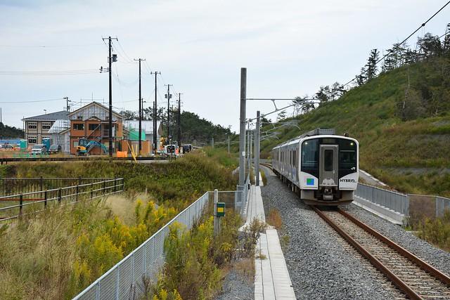 東名駅付近を通過したHB-E210系