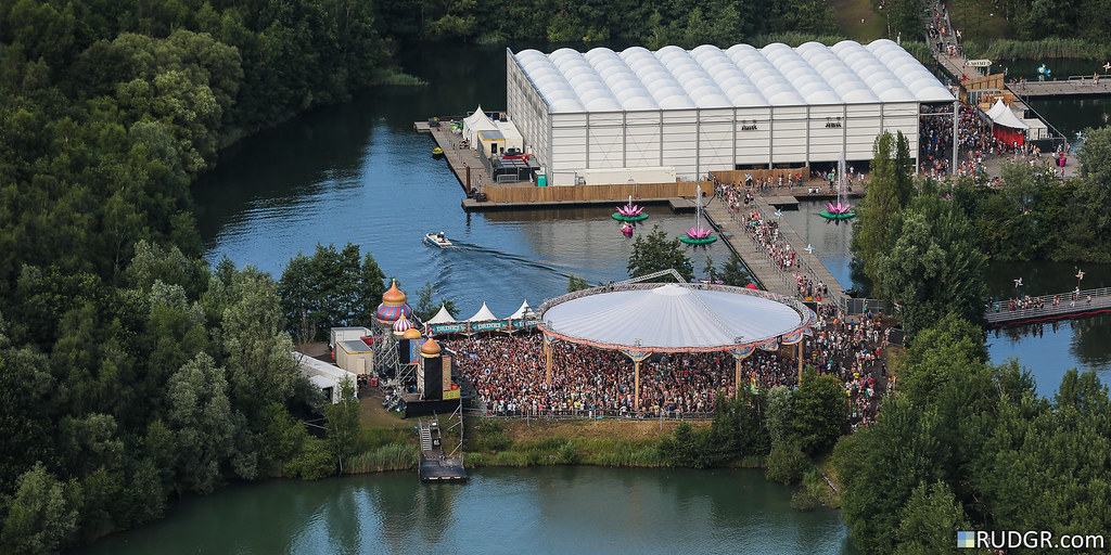 tomorrowland floating stages