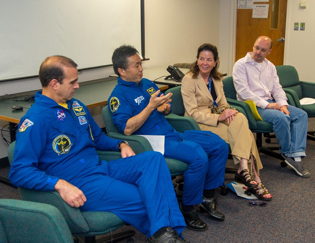 NASA Astronaut Rick Mastracchio and JAXA Astronaut Koichi Wakata visit GSFC