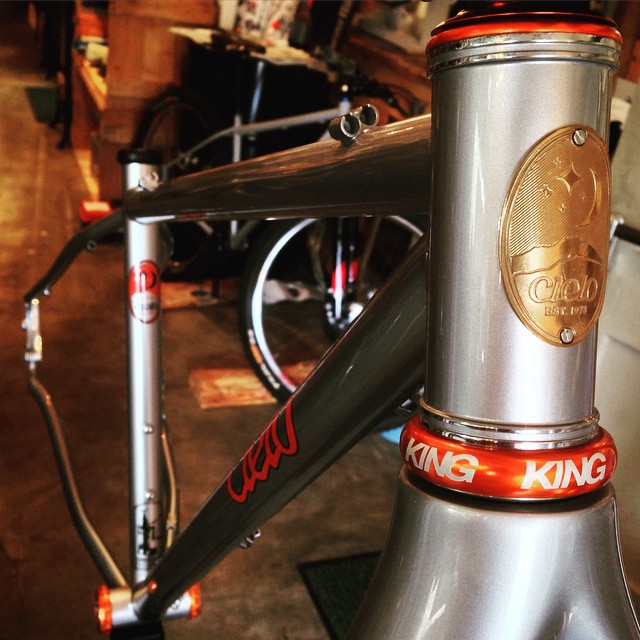 オレンジロゴのCielo Mountain FrameにChris King HeadpartsとBBもオレンジをインストール完了。美しいの一言。 #cielocycles #cielobychrisking #cielo #chrisking #chriskingbuzz #swampthings #ninerforks