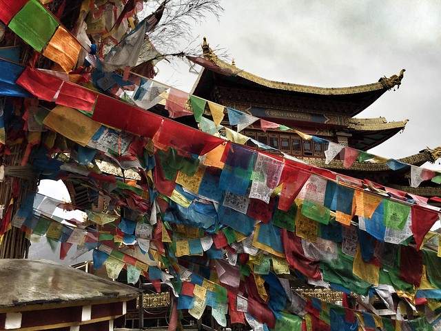 Templo en la colina de la tortuga de Shangri-La (Yunnan, China)