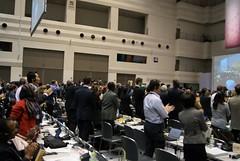 愛知大會通過名古屋議定書,各國與會者起立鼓掌慶祝。潘紀揚攝。