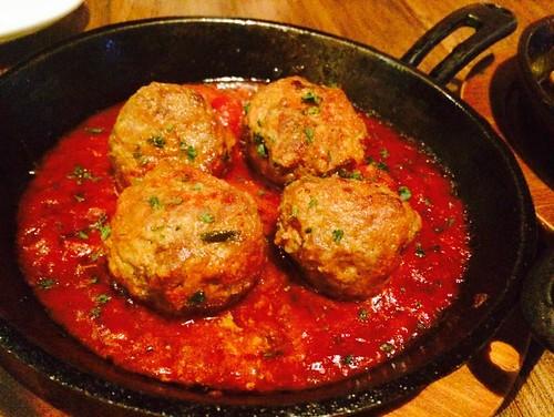 手工肉丸佐番茄醬汁