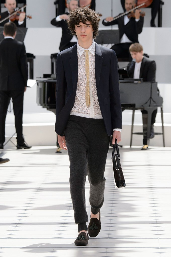 SS16 London Burberry Prorsum002_Piero Mendez(fashionising.com)