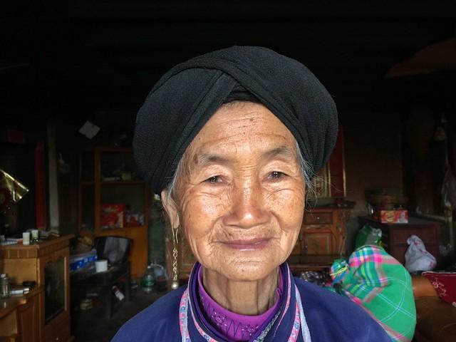Anciana en las tierras rojas de Dongchuan (Yunnan, China)