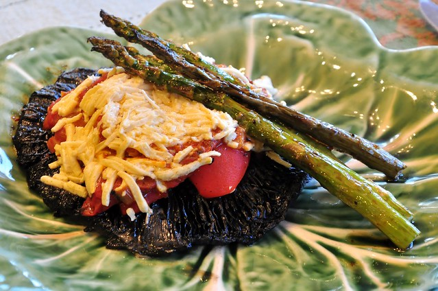 grilled portobello mushroom with roasted red bell pepper and grilled asparagus