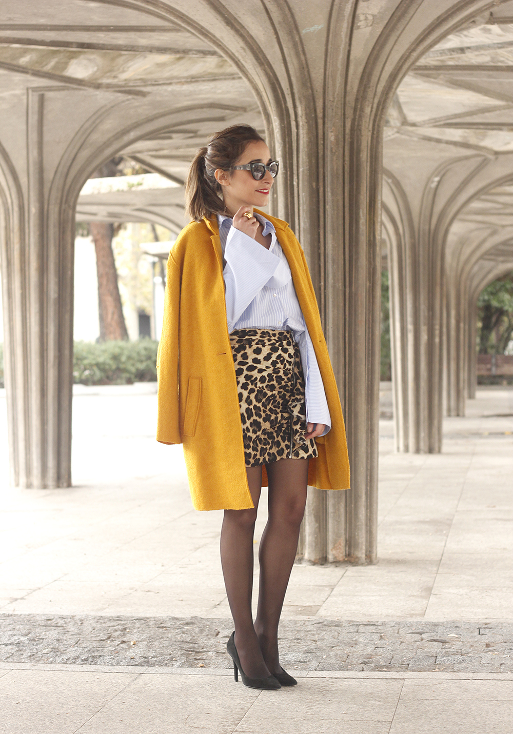 Leopard Skirt striped shirt black heels mustard coat fall outfit style fashion01