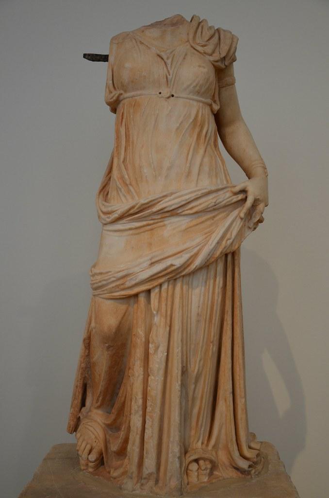 Statue of a woman wear...