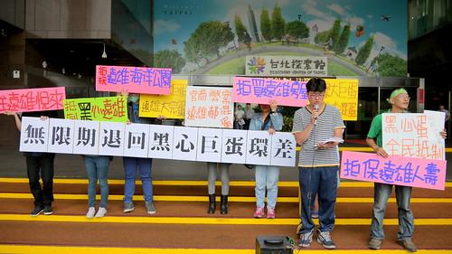 護樹團體抗議市府護航大巨蛋;攝影:賴品瑀