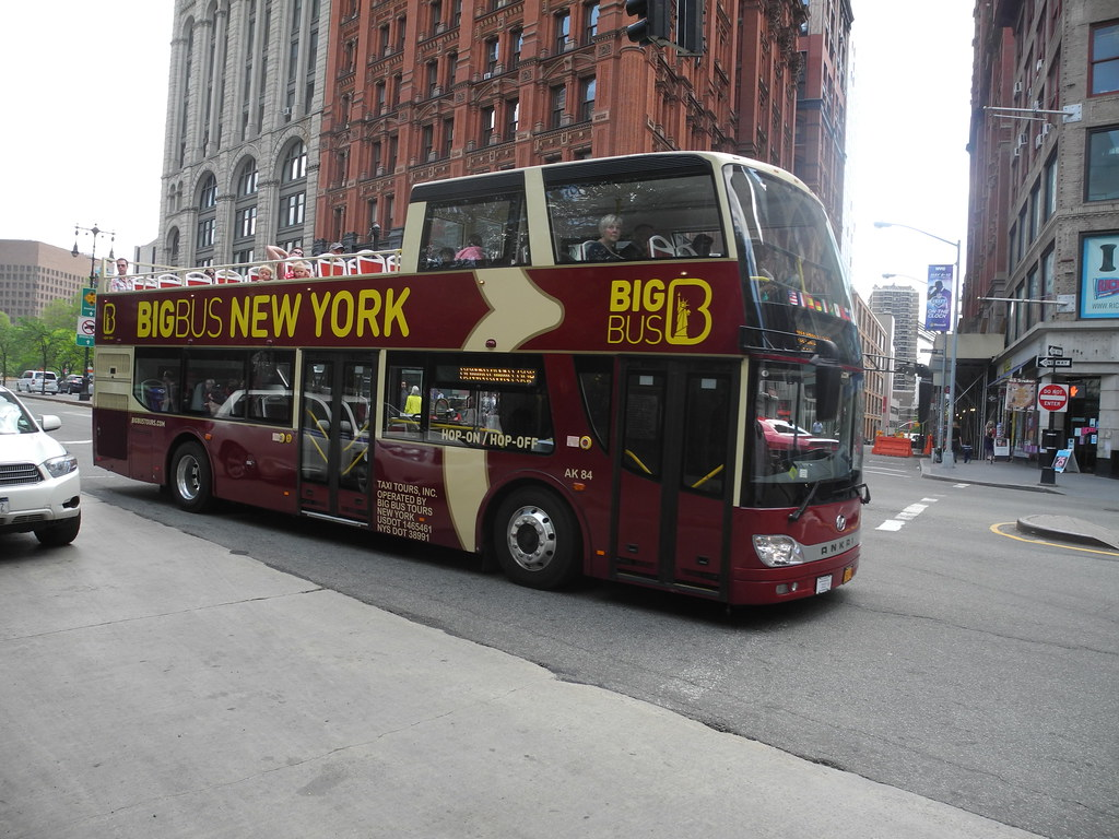 Big bus new york dave clements flickr for Ohrensessel york big