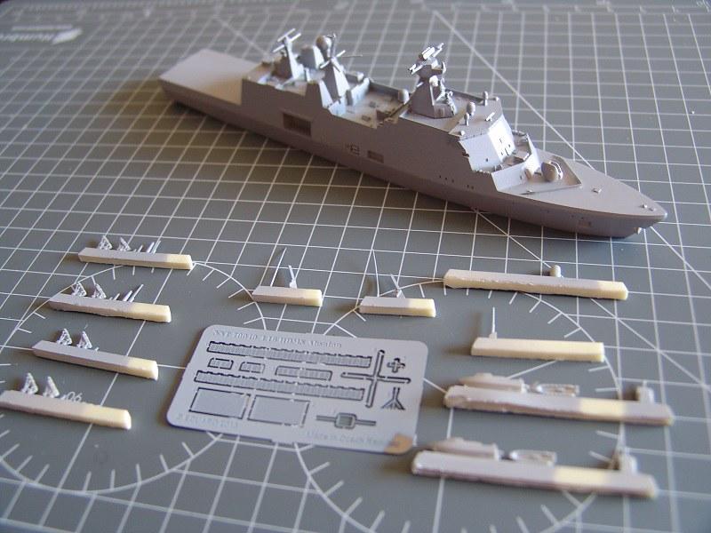 HDMS Absalon L16 Navire de Soutien Multifonctions NNT 1/700  14875210871_d989acb91f_c
