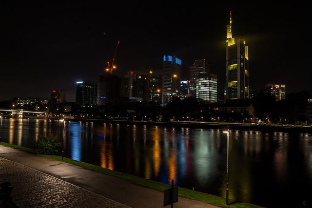 Nächtliche Frankfurt a.M. Skyline
