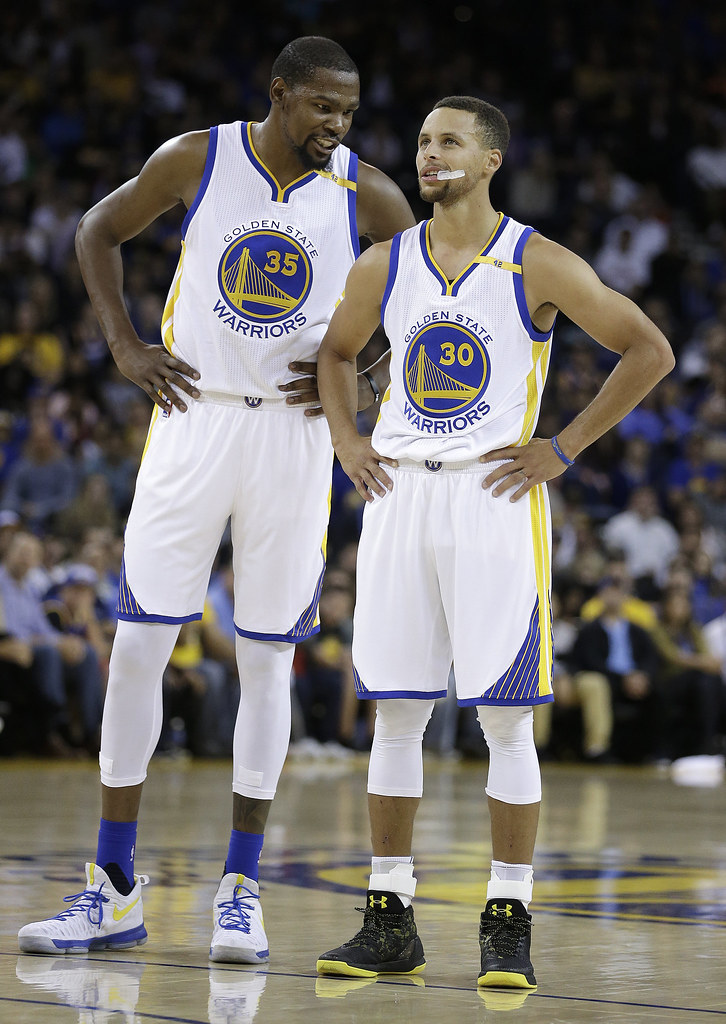 Kevin Durant(圖左)與Stephen Curry。(達志影像資料照)