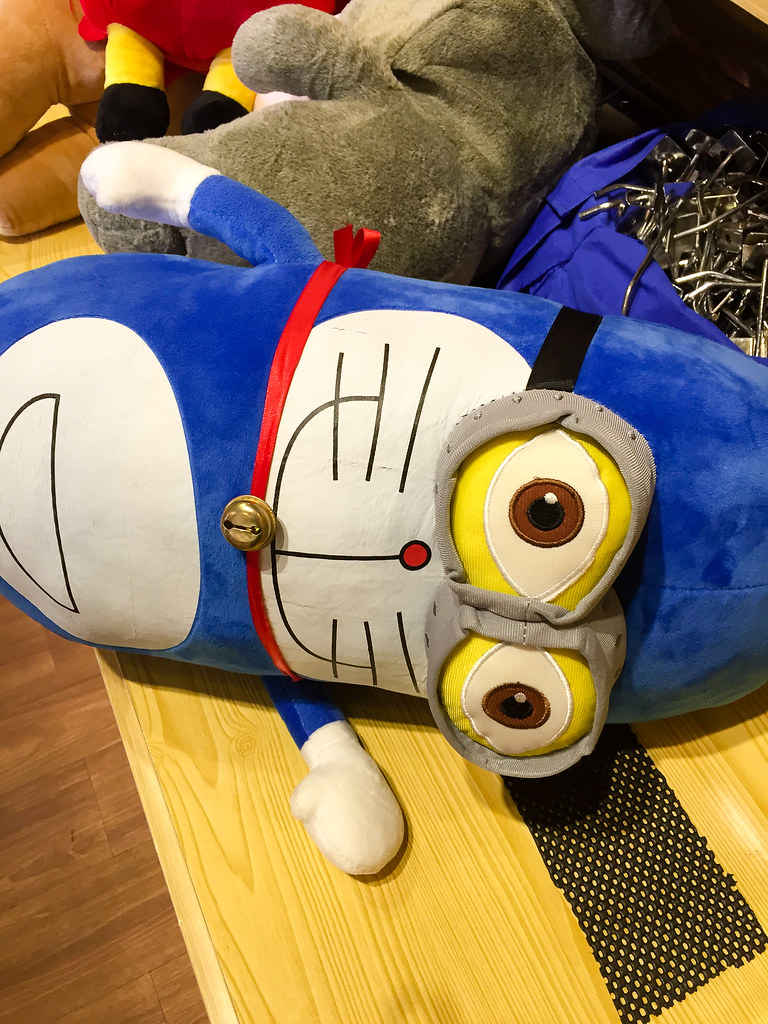 Spotted this Minions and Doraemon's kid at Backlane Coffee's sovenir shop