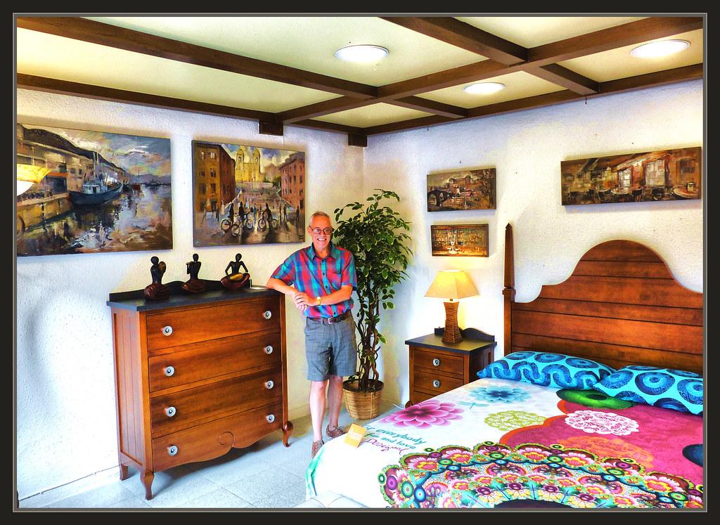 Pintura exposicion muebles tiendas escaparates manresa fot for Muebles en manresa