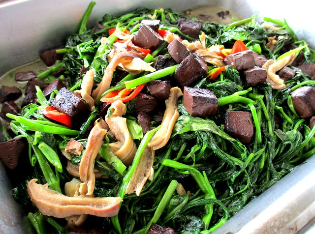 Anak Borneo kangkong with pig's blood and intestines