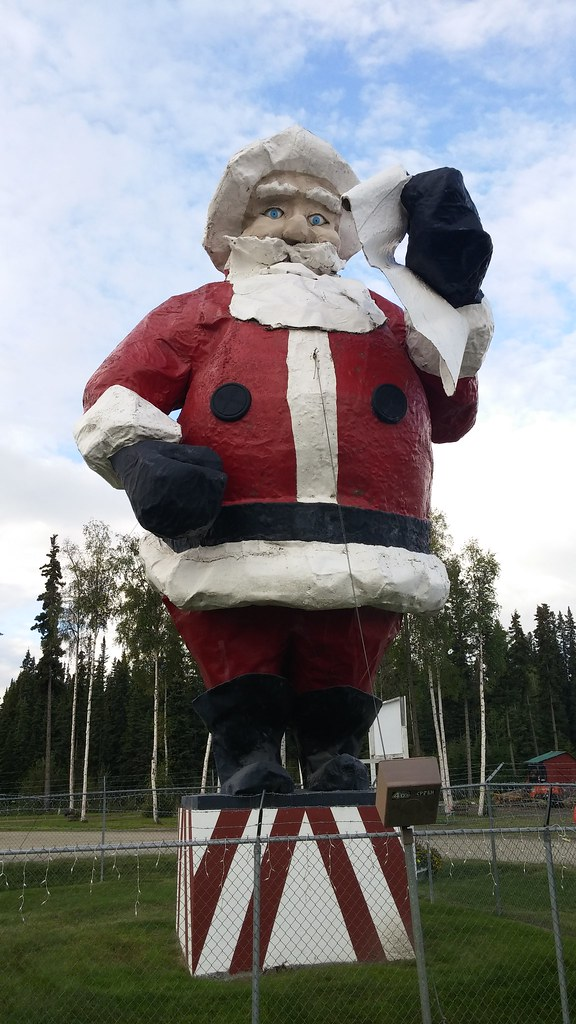World s largest santa claus statue at the